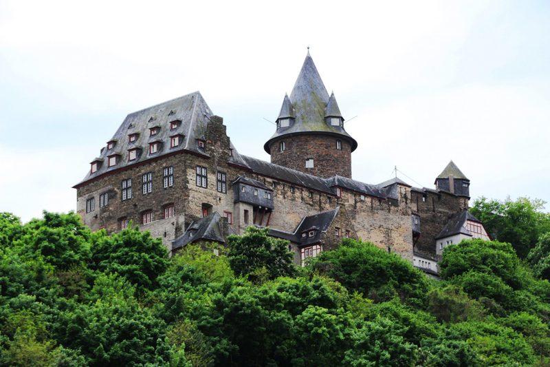 Burg, Burgruine am Rhein