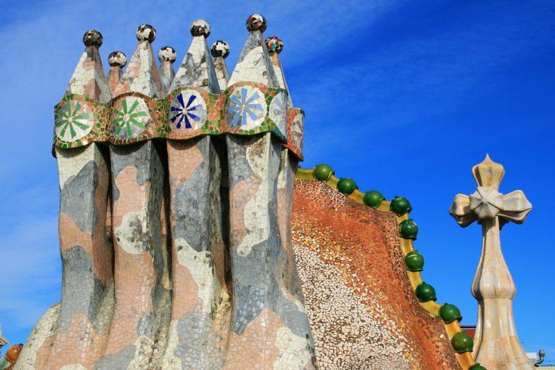 Eigenartige Schornsteine des Architekten Antoni Gaudi