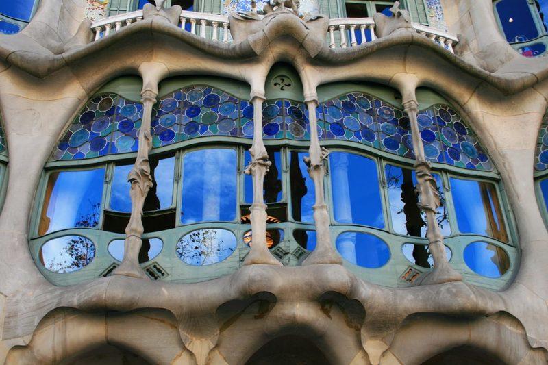 Knochenfenster, Knochenhaus, Antoni Gaudi