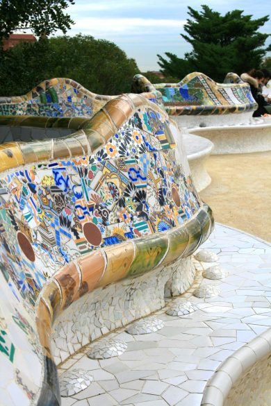 Mosaikbank von Gaudi im Park Güell