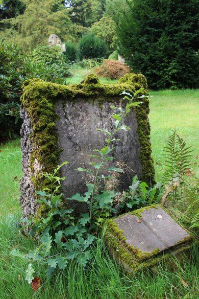 verfallener Friedhof im Teutoburger Wald