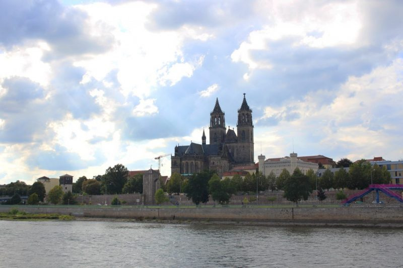 Madgeburg, Magdeburger Dom am Wasser