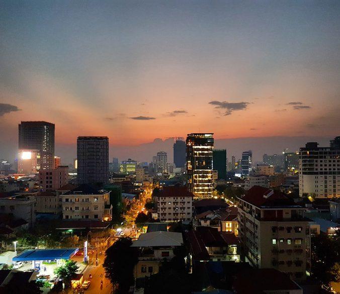 Phnom Penh by night, Sonnenuntergang, asiatische Großstadt