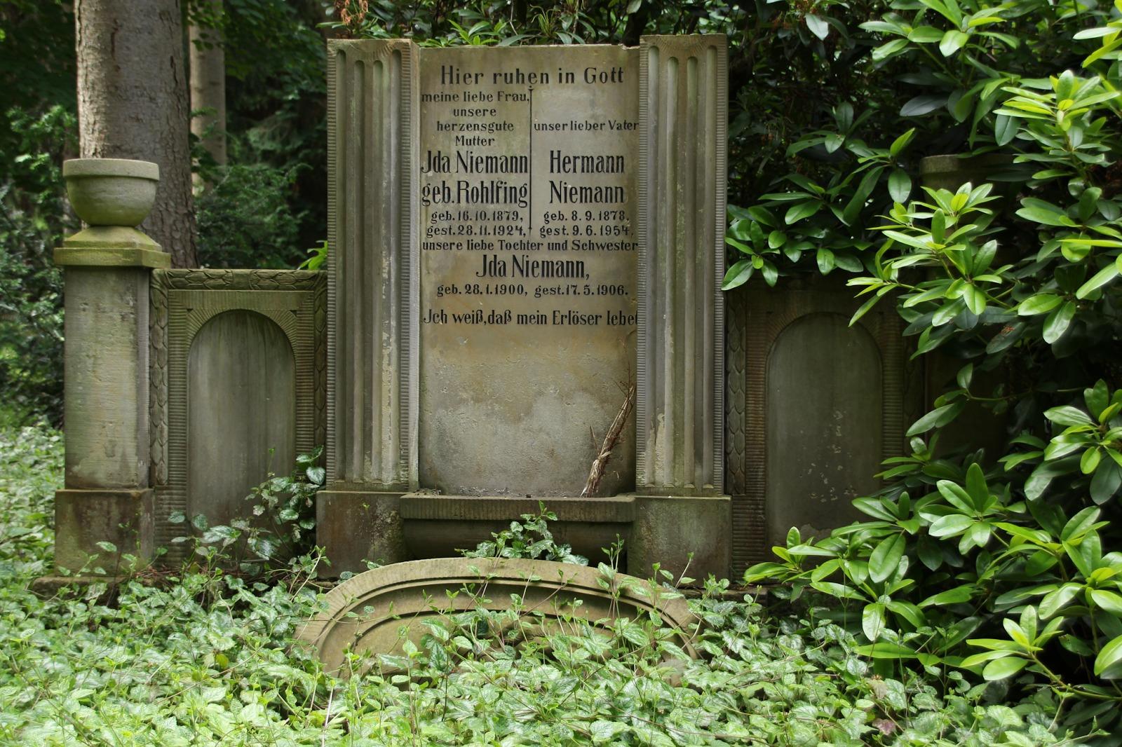 Alter Friedhof Mit Botanischer Garten In Minden Ostwestfalen