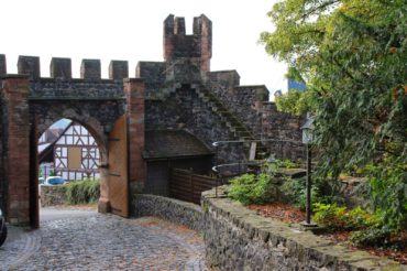 Burgruine und Burghotel Staufenberg/Castle Ruin and Hotel Staufenberg
