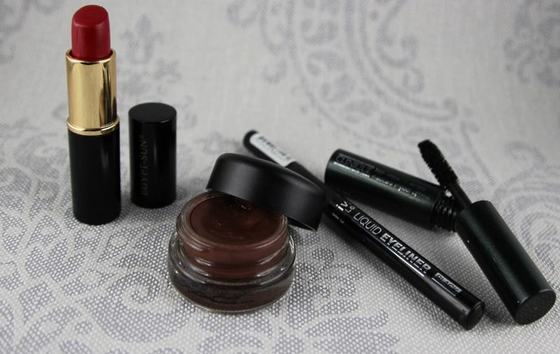 Egypt-Sun-Mac-Constructivist-Paint-pot-Rival-de-loop-liquid-eyeliner-Clinique-high-impact-mascara-800x505-1