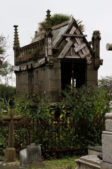 brest-friedhof-verfallenes-mausoleum-5