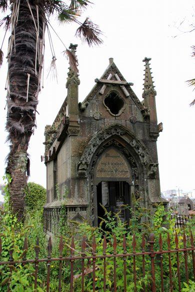 brest-friedhof-verfallenes-mausoleum-7
