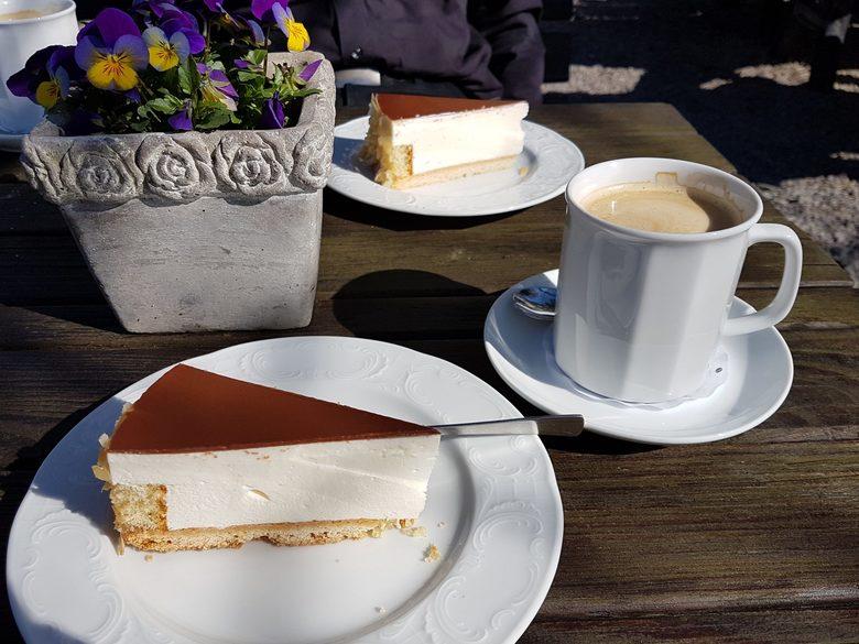 Café im Schloss Bruchhausen an den Bruchhauser Steinen