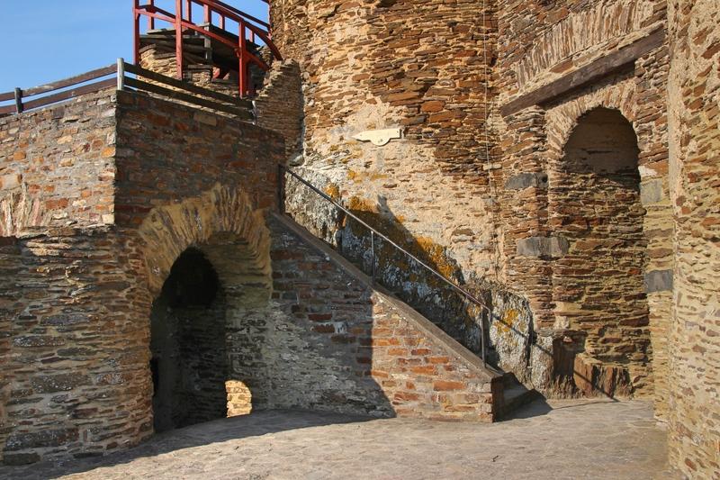 Burgruine an der Mosel, Ruine an der Mosel, Burghotel an der Mosel