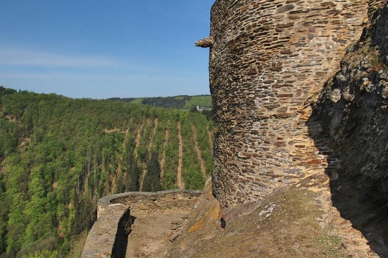 Burg an der Mosel, Burgruine an der Mosel, Burghotel am Rhein