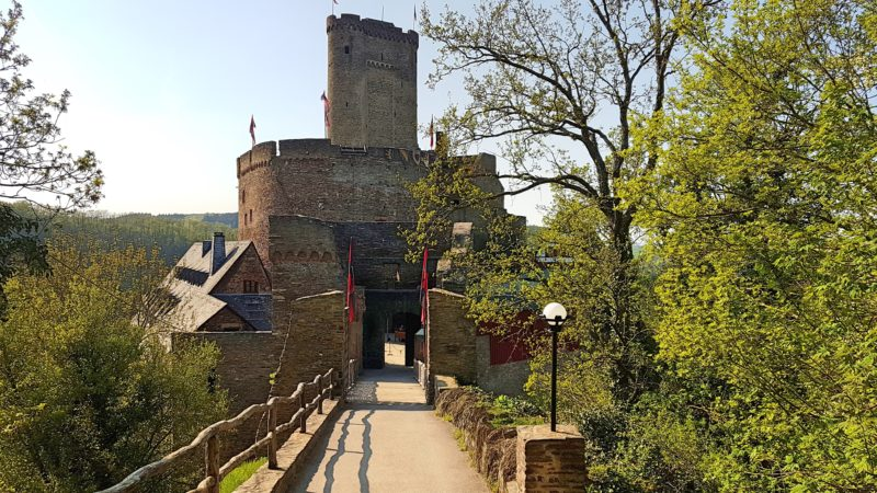 Ehrenburg, Burg an der Mosel, Burghotel an der Mosel, Burgruine an der Mosel