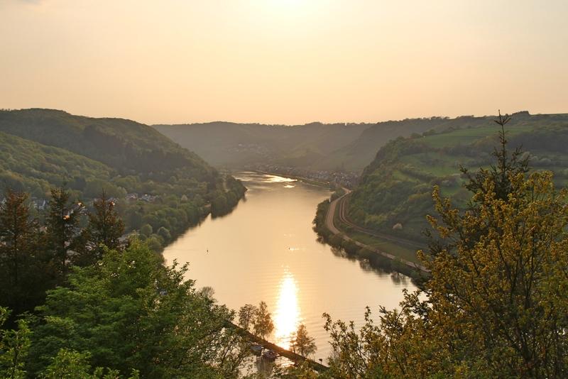 Sonnenuntergang an der Mosel, Mosel in Brodenbach, Urlaub an der Mosel
