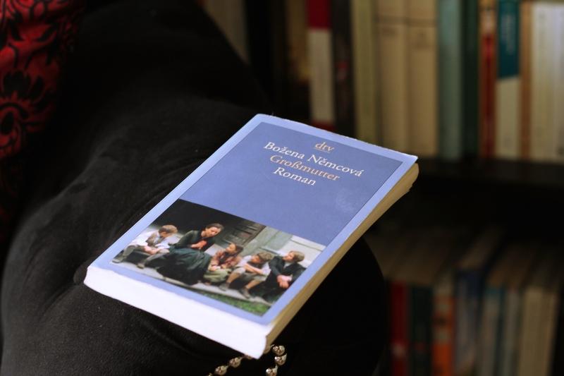 Božena Němcová, Babicka, Die Großmutter, Drei Nüsse für Aschenbrödel