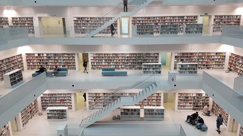 Moderner Büchertempel, Sehenswert in Stuttgart
