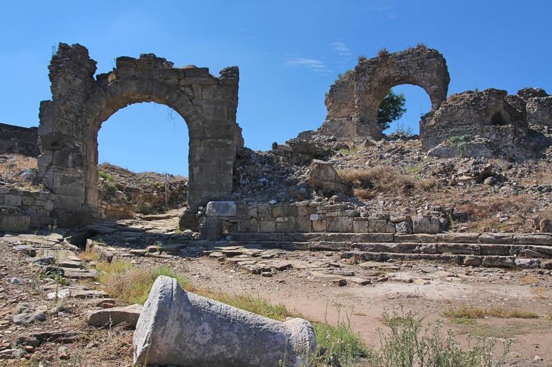 Sehenswürdigkeiten bei Side, mit dem Bus nach Aspendos, Ruinen bei Antalya