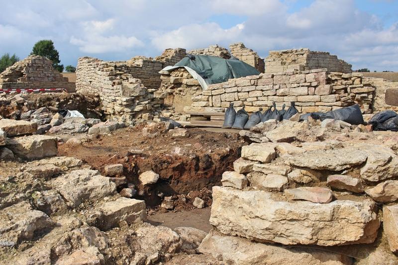 Holsterburg, Achtecksburg, Archäologische Ausgrabungen in Ostwestfalen, Burgruine in Warburg