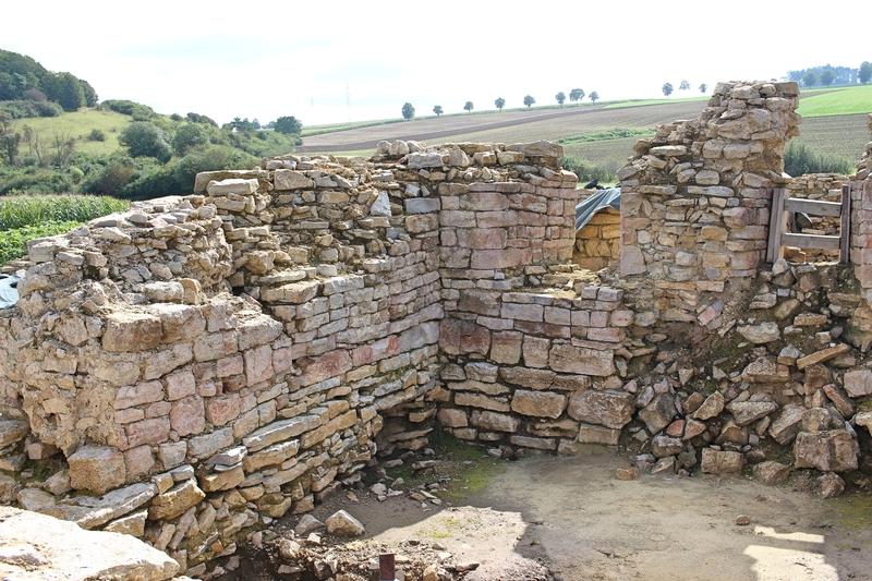 Achteckige Burg, Achtecksburg, Ruine bei Warburg, Burgruine, Ostwestfalen
