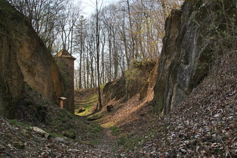 Burg bei Hildburghausen, Burgruine in Südthüringen, Kultstätte in Thüringen