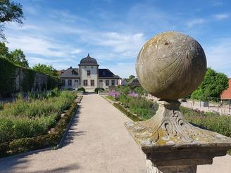 """Ausflugstipp für Ostwestfalen – Ausstellung """"Verschwörungstheorien"""" im Kloster Dalheim"""