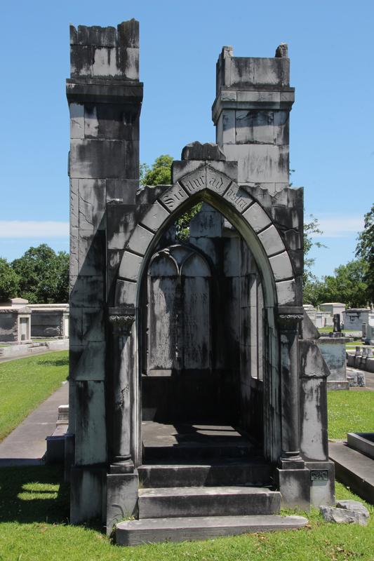 Mausoleum verfallenes Schloss, Mausoleum Schlossruine