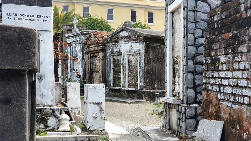 ältester Friedhof von New Orleans, Friedhof aus Easy Rider, Grab von Marie Laveau, Grab von Delfine La Laurie