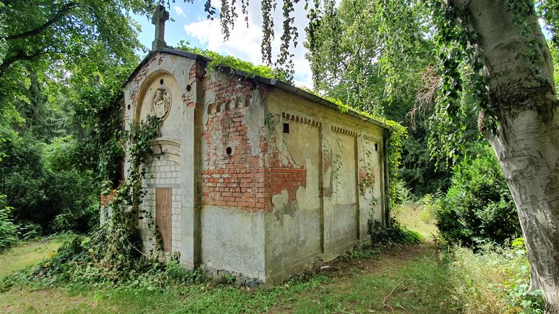 verfallene Gruft, alte Friedhöfe in Mecklenburg-Vorpommern