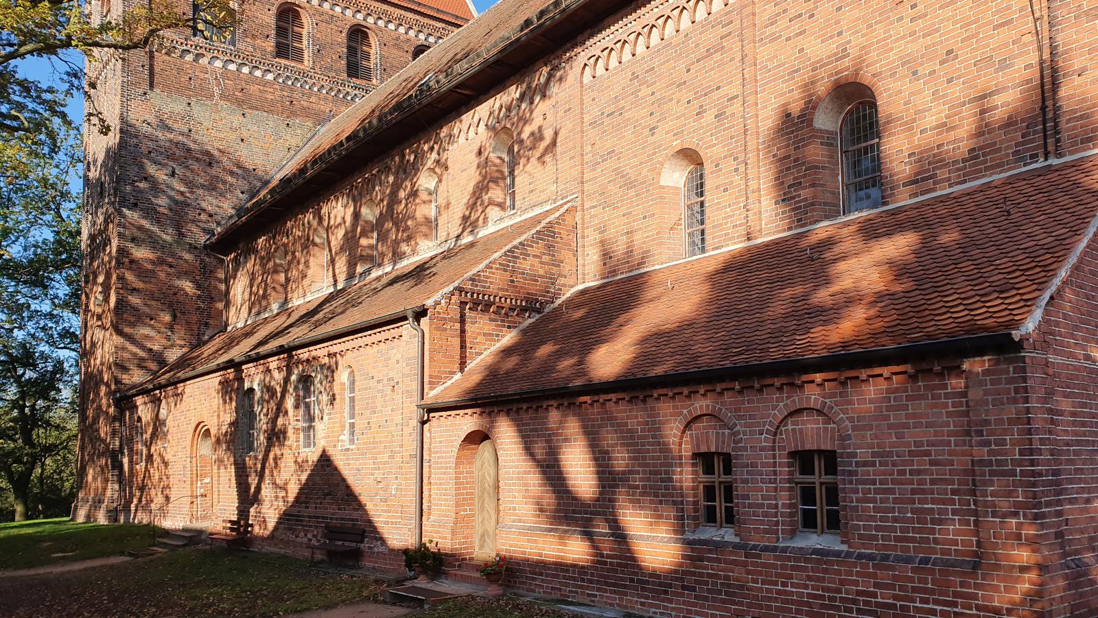 Die Kirche von Schönhausen an der Straße der Romanik ist eine unglaublich interessante Sehenswürdigkeit der Altmark.