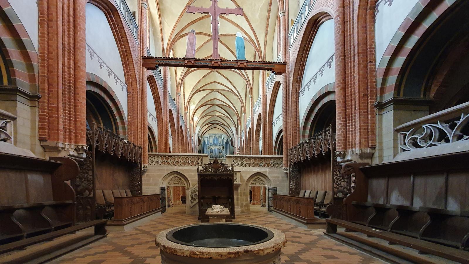 Das Innere des Domes von Havelberg ist im Stil der Frühgotik erbaut.