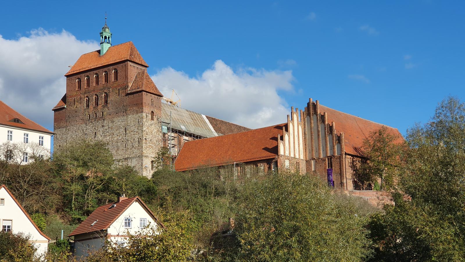 Der mittelalterliche Dom von Havelberg thront über der Stadt.