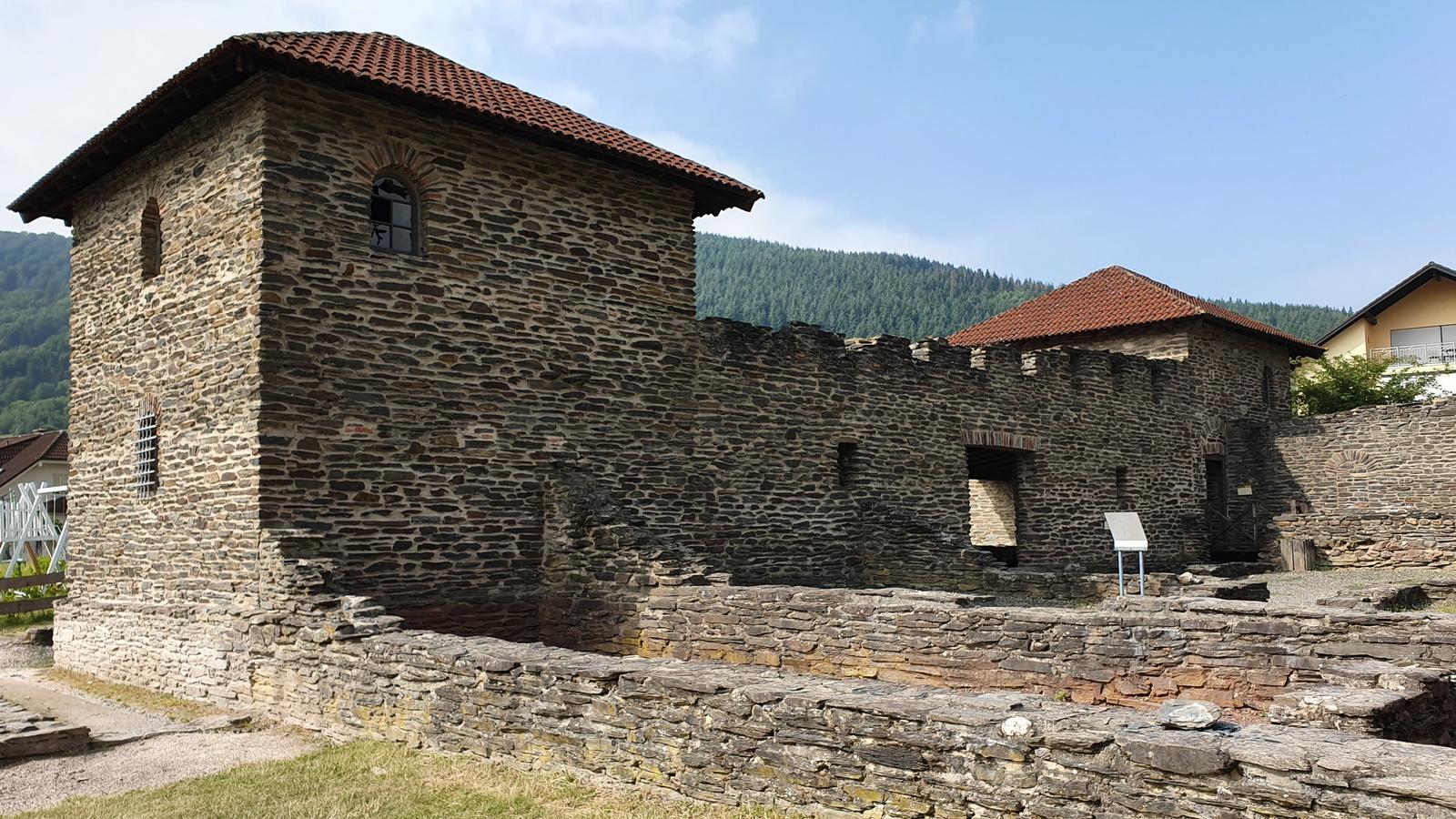Villa Rustica in Mehring ist eine Ruine eines römischen Landsitzes.